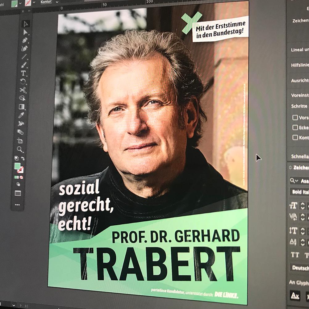 Plakat: Foto von einem Bildschirm, auf dem das Wahlplakat für Prof. Dr. Trabert in einem Grafikprogramm angezeigt wird.