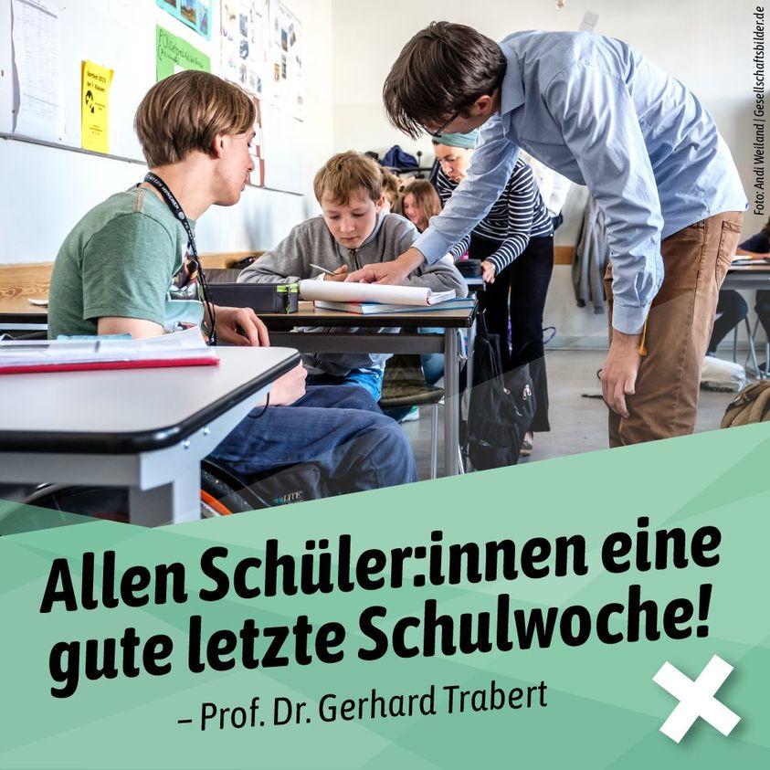 Flyer Prof. Dr. Trabert - Bild aus einem Klassenzimmer.