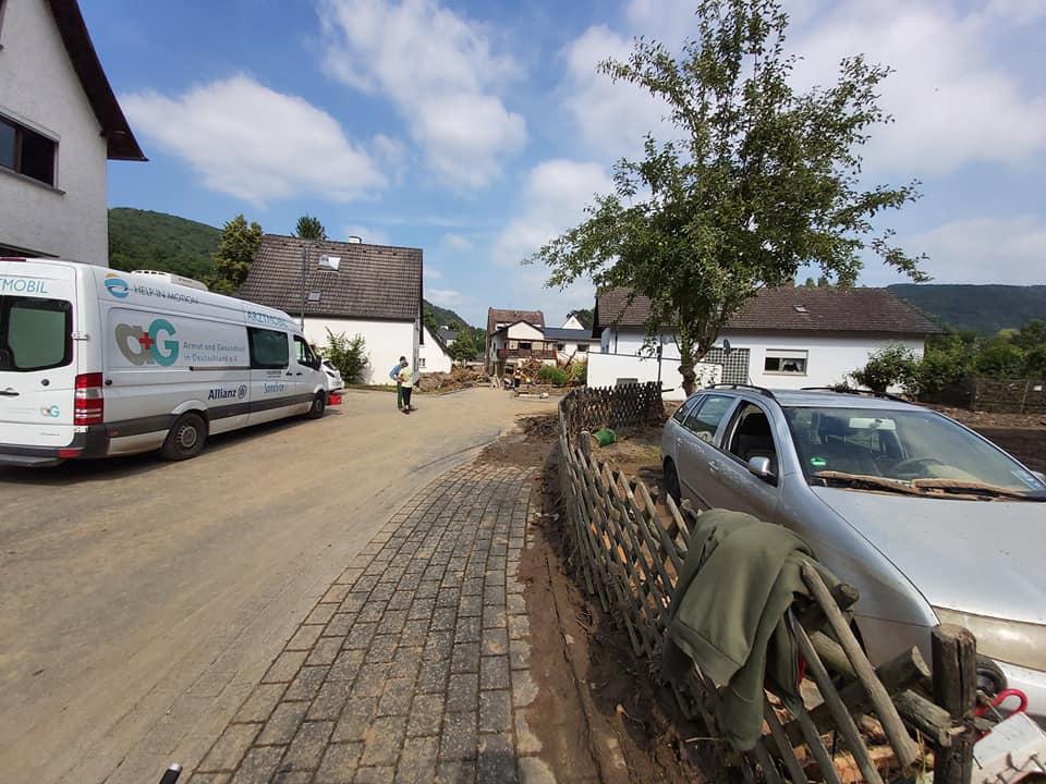 Bild von der Flut-Katastrophe in einem Wohngebiet.