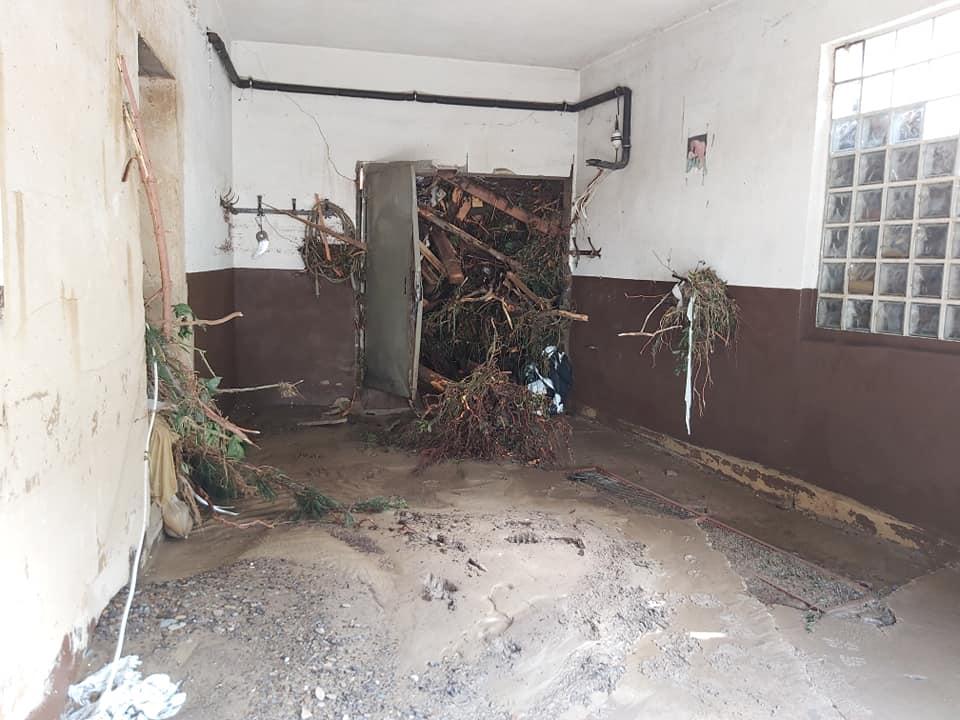 Bild eines Raums im Flut-Katastrophengebiet.